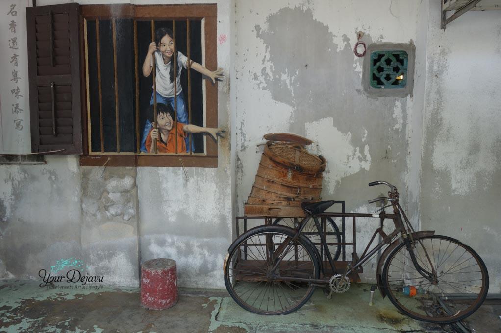 kinder-greifen-nach-fahrradkorb